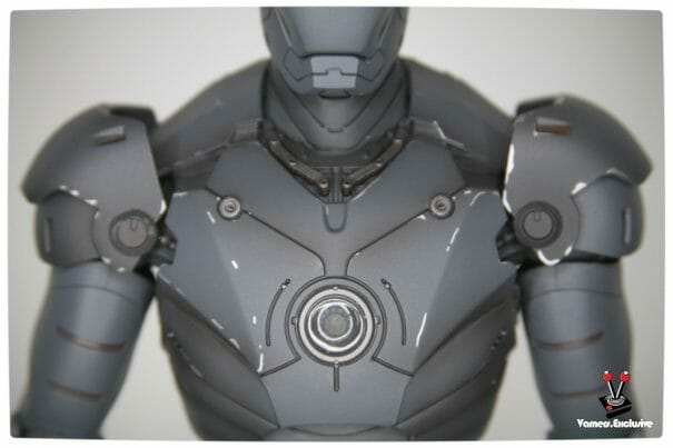 Vamers - Hot Toys - Limited Edition Collectible - Iron Man Mark III - SIlly Thing's TK Edition - MMS101 - Chest with Deactivated Arc Reactor - Close Up
