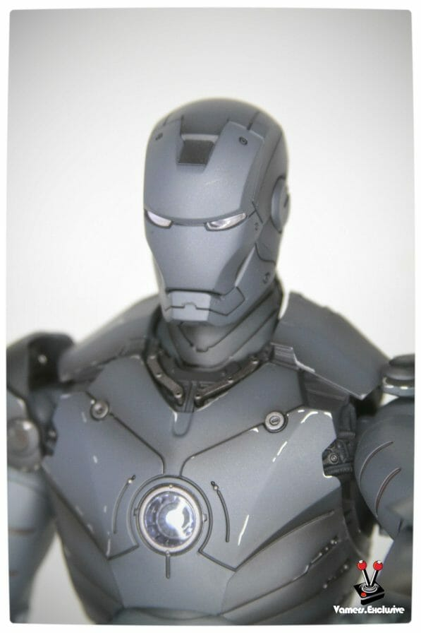 Vamers - Hot Toys - Limited Edition Collectible - Iron Man Mark III - SIlly Thing's TK Edition - MMS101 - Close-Up of Iron Man Mask and Chest