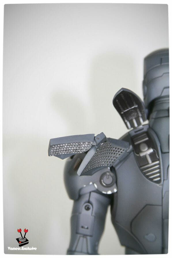Vamers - Hot Toys - Limited Edition Collectible - Iron Man Mark III - SIlly Thing's TK Edition - MMS101 - Left Shoulder Close-Up with Rear Flaps Extended