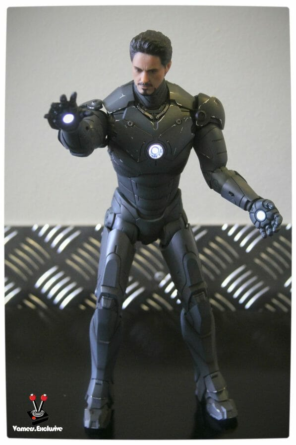 Vamers - Hot Toys - Limited Edition Collectible - Iron Man Mark III - SIlly Thing's TK Edition - MMS101 - Tony Stark Ready to Fire - Arc Reactor Engaged
